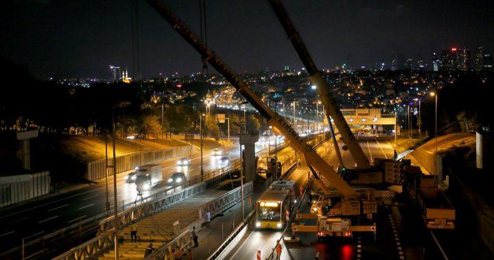Edirnekapı metrobüs durağı